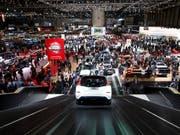 Der 89. Genfer Autosalon muss kurz vor seiner Eröffnung am 7. März die Absagen des südkoreanischen Herstellers Hyundai und der britischen Jaguar Land Rover hinnehmen. Dafür profitiert Nissan durch mehr Aussstellungsfläche. (Bild: KEYSTONE/SALVATORE DI NOLFI)