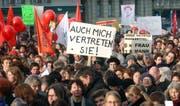 Rund 15 000 Personen demonstrieren 2003 in Bern gegen die Untervertretung der Frauen im Bundesrat. (KEYS/Edi Engeler)