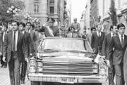 Mithilfe der CIA an die Macht geputscht: Chiles Ex-Diktator Augusto Pinochet bei einer Parade. (Santiago Llanquin/AP, Santiago, 18. September 1982)