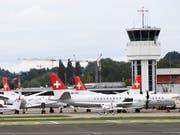 Die gegroundeten Flugzeuge von SkyWork Airlines am 30. August 2018 auf dem Flughafen Bern. (Bild: KEYSTONE/ANTHONY ANEX)