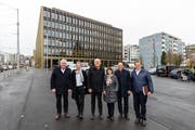 Der Krienser Stadtrat vor dem Stadthaus. (Bild: Philipp Schmidli, 21. Dezember 2018)