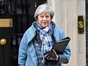 Die britische Premierministerin Theresa May hat das Parlament in London um ein Mandat für Nachverhandlungen zum Brexit-Abkommen gebeten. (Bild: KEYSTONE/EPA/NEIL HALL)