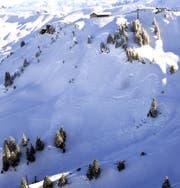 Der Lawinenhang unterhalb des Sessellifts. (Bild: Kapo Schwyz)