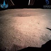 Die Sonde «Chang'e-4» liefert das erste Bild von der Rückseite des Mondes. (Bild: AP (3. Januar 2019))