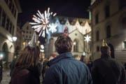 Silvester in der St.Galler Innenstadt: Wenn wie hier Raketen zünden, wirbeln winzige Russ- und Metallteilchen durch die Luft. (Bild: Michel Canonica (1. Januar 2018))