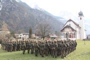 Rund 300 Soldaten waren bei der Fahnenabgabe vor der Jagdmattkapelle in Erstfeld anwesend. (Bild: Paul Gwerder (30. Januar 2019))