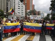 Demonstration gegen Staatschef Nicolás Maduro am Mittwoch in Caracas. (Bild: Keystone/EPA EFE/MIGUEL GUTIÉRREZ)