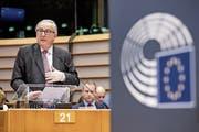 Jean-Claude Juncker gestern während der Plenardebatte im Europaparlament. (Bild: Stephanie Lecocq/Keystone; Brüssel)