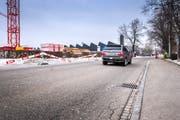 Wenn das Schulhaus fertig gebaut ist, soll auch die Grüntalstrasse neuen Ansprüchen genügen. (Bild: Urs Bucher, 22. Januar)