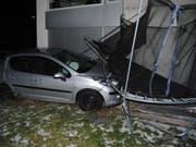 Die Autofahrt der 75-Jährigen endete in einem Kindertrampolin: der Unfallort in Wilchingen SH. (Bild: Schaffhauser Polizei)