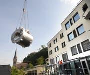 Statt das in die Jahre gekommene Landesspital für teures Geld zu sanieren, plant die Liechtensteiner Regierung einen Neubau der «grünen Wiese». (Bild: PD)