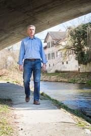 Marco Baumann, Experte für Wasserbau, hier an der Murg. (Bild: Andrea Stalder)