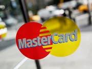 Bei Mastercard klingeln die Kassen: Das Unternehmen hat 2018 ein Rekordergebnis erzielt. (Bild: KEYSTONE/AP/Mark Lennihan)