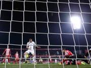 Karim Benzema avancierte mit zwei Toren zum Matchwinner für Real Madrid beim 3:1 in Girona im Viertelfinal-Rückspiel im spanischen Cup (Bild: KEYSTONE/AP/MANU FERNANDEZ)