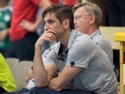 Pfadis Trainer Adrian Brüngger ist an mehreren Fronten gefordert (Bild: KEYSTONE/PETER SCHNEIDER)
