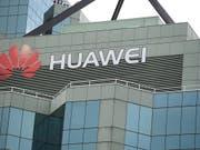 Die EU-Kommission sieht die Beteiligung des chinesischen Telekommunikationskonzerns Huawei am Aufbau des 5G-Netzes in Europa kritisch. (Bild: KEYSTONE/EPA AAP/DAN HIMBRECHTS)
