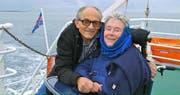Eine besondere Lovestory: Der Fotograf Niggi Bräuning und seine Frau Annette, die vom Hals abwärts vollständig gelähmt ist. (Bild: Hugofilm)