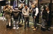 Dieses Bild gehört der Vergangenheit an: Junges Partyvolk vor der «Box» an der Brühlgasse. (Bild: Mario Pavlik, 4. Dezember 2010)