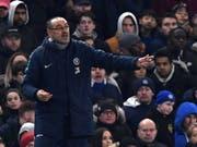 Chelseas Trainer Maurizio Sarri verlangte von seinen Spielern Erklärungen für eine desaströse Leistung (Bild: KEYSTONE/EPA/NEIL HALL)