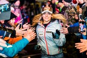 Lara Gut-Behrami feiert ihren 2. Platz beim Super-G in St. Moritz im vergangenen Dezember. (Bild: Jean-Christophe Bott)