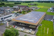 Die Fotovoltaik-Anlage auf dem Dach der Migros in Zuzwil liefert 112 Prozent des benötigten Bedarfs. (Bild: PD)