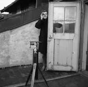 Serge Stauffer 1954 in Zürich, wo er und sein Luzerner Künstlerfreund André Thomkins eine neue Heimat fanden. (Bild: Peter Storrer/PD)