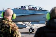 Schweizer Kampfjets stehen bald rund um die Uhr für einen Einsatz bereit. (Bild: Peter Klaunzer/Keystone)