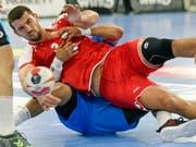 Aller Kampf der Schweizer, im Bild Kreisläufer Lucas Meister, nutzte nichts (Bild: KEYSTONE/WALTER BIERI)
