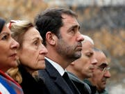 Gedenken an die Terroropfer - von links nach rechts: die Pariser Bürgermeisterin Anne Hidalgo, Justizministerin Nicole Belloubet, Innenminister Christophe Castaner und Kulturminister Franck Riester. (Bild: KEYSTONE/EPA REUTERS POOL/GONZALO FUENTES / POOL)