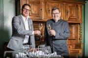 Vor 20 Jahren haben Gregor Walker (links) und Olivier Rossdeutsch das Restaurant Aklin übernommen. (Bild: Patrick Hürlimann (Zug, 5. Januar 2019))