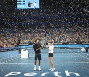 Roger Federer (links) und Belinda Bencic gewinnen am Wochenende den Hopman-Cup. (Bild: EPA/TONY MCDONOUGH)