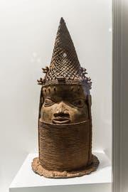 Dieser Gedenkkopf aus Gelbguss wurde 1897 im Königreich Benin geraubt. (Bild: Hanspeter Schiess)