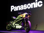 Harley Davidson hat an der Technik-Messe CES in Las Vegas gemeinsam mit dem japanischen Elektronik-Konzern Panasonic ein Elektro-Motorrad vorgestellt. (Bild: KEYSTONE/AP/JOHN LOCHER)