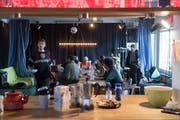 Blick in die «Soldatenstube», wo die Bewohner unter anderem öffentliche Mittagstische anboten. Bild: Boris Bürgisser (Luzern, 13. Dezember 2018)