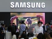 Die schwächere Nachfrage nach Speicherchips und der schärfere Wettbewerb bei Smartphones hat die Gewinnerwartung bei Marktführer Samsung eingetrübt. (Bild: KEYSTONE/AP/AHN YOUNG-JOON)