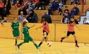 An zwei Wochenenden misst sich der Fussball-Nachwuchs am Juniorenhallenturnier des FC Buchs. (Bild: Robert Kucera)
