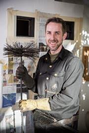 Bei seiner Arbeit als Kaminfeger kommt Christoph Ulmer oft mit den Kunden ins Gespräch. (Bilder: Mareycke Frehner)