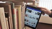 Klassische Medien, wie etwa Bücher, werden vermehrt durch digitale Angebote ergänzt. (Bild: PD)