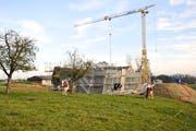 Birwinken: Ländliche Gemeinde mit derzeit vielen Baustellen. Die Infrastruktur wird stetig aufgebessert. Hier als Beispiel die Baustelle für das Mehrzweckgebaeude der Gemeinde Birwinken. (Bild: Donato Caspari, 2016)