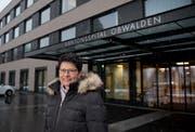 Regierungsrätin Maya Büchi vor dem Kantonsspital Obwalden. (Bild: Corinne Glanzmann (Sarnen, 9. Januar 2019))