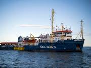 Die Rettungsschiffe, die Migranten aufgenommen haben, dürfen in Malta einlaufen (Archivbild). (Bild: KEYSTONE/AP/RENE ROSSIGNAUD)