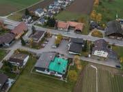 Die Gemeindeverwaltung von Wikon (Gebäude mit grünem Dach) steht vor Herausforderungen. (Bild: Dominik Wunderli, 15. November 2018)