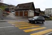 Im März bezieht die Gemeinde den neuen Werkhof (im Hintergrund). Das alte Gebäude an der Heidenerstrasse (vorne) wird abgebrochen. (Bild: Sandro Büchler)