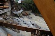 In der Stadt St.Gallen sind etwa die Hochwasser der Steinach ein Naturrisiko. Seit jenem, das 2005 die im Bild gezeigten Schäden bei der Liegenschaft St.-Georgen-Strasse 148 verursachte, sind verschiedene bauliche Schutzmassnahmen ergriffen worden. (Bild: Michael Freisager - 30. Juni 2005)
