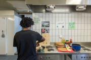 Ein Blick in die Küche der «Neckermühle», als diese noch ein Zentrum für Asylsuchende war. (Bild: Urs Bucher, 2. Juli 2015)