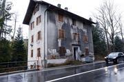 Das Haus an der Zugerstrasse 91 gilt als Schandfleck. (Bild: Werner Schelbert, Unterägeri, 5. Januar 2018)