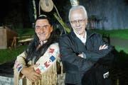 Der Engelberger Gemeindepräsident Alex Höchli (rechts) bei der Premiere zu Winnetou II mit Hauptdarsteller Tom Volkers. (Bild: Romano Cuonz, Engelberg, 6. Juli 2018)