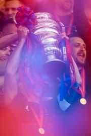 Auf dem Weg bis zur Cuptrophäe muss Cupsieger FC Basel künftig wohl mehr Spiele als heute bestreiten. (Bild: Keystone (Bern, 19. Mai 2019))