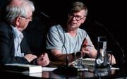 Autor Jaroslav Rudiš im Gespräch mit Moderator Martin Zingg im Burgbachkeller.Bild: Stefan Kaiser (Zug, 30. September 2019)