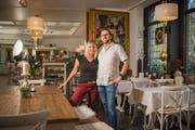 Nun hat ihr Sohn Raffael Vilarino den Hotelbetrieb übernommen. Seine Partnerin Jeanette Roldo führt das Café. (Bild: Benjamin Manser)